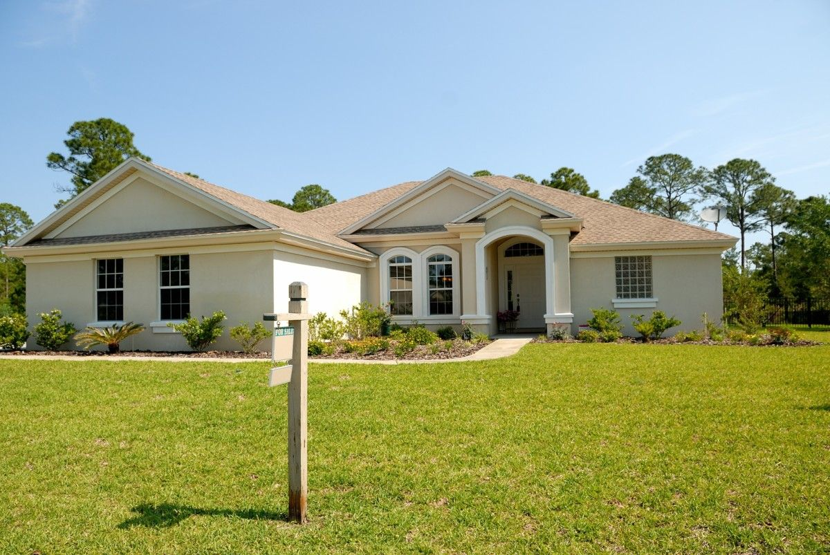 Another House With Shingles - The Benefits and Drawbacks of Traditional Roof Shingles in Panama City